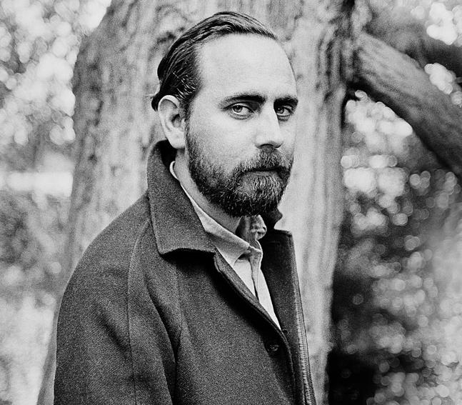 Philip Teir sticker skickligt hål på sina personers självbilder i romanen Så här upphör världen.