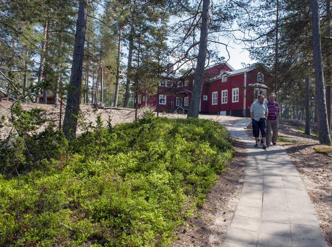Konfirmanderna i Jakobstads svenska församling får vistas på Pörkenäs i sommar. I september får de också övernatta där.