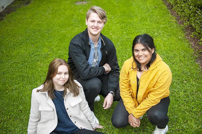 Moa Eklund, Herman Björk och Emilia Westersund är några av hjälpledarna på sommarens skriftskolläger.