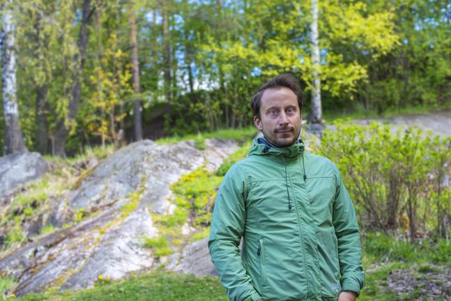 Erik Nyström jobbar för tillfället i Helsingfors i stället för i Uganda.