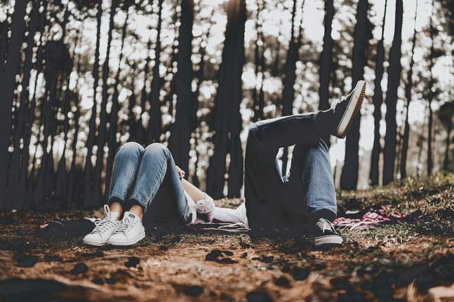 Semestern utmanar parrelationen. I ett parförhållande kan det vara så att den ena parten behöver mer avstånd än den andra.