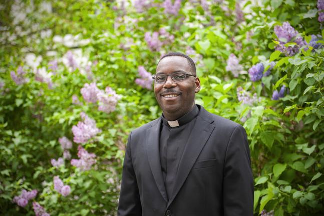 Jean d'Amour Banyanga är född och uppvuxen i Rwanda. Bor nu i Eckerö prästgård. Gift och har två flickor och två pojkar i åldern 5 till 14 år.