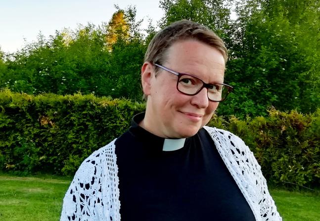 Camilla Svevar är kyrkoherde i Replots församling.