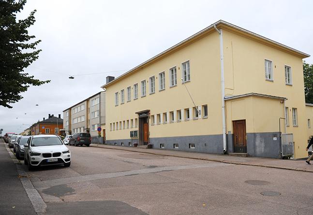 Den kyrkliga samfälligheten i Borgå, där den svenskspråkiga sidan är i ständig minoritet, visar inga tecken på att vilja restaurera det svenska församlingshemmet, som är fuktskadat och saknar varmvatten.