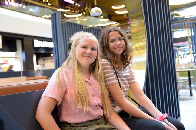 Hilja Risku och Isabel Hanna har gått i samma klass och sjungit i kör tillsammans sedan ettan.