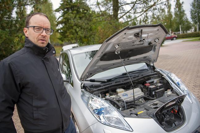 Simon Ekstrand kör elbil, för miljön.