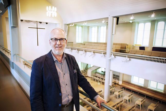 SLEF:s ordförande Göran Stenlund tycker det är roligt att få fira årsfest i Helsingfors och i den nyrenoverade Lutherkyrkan.