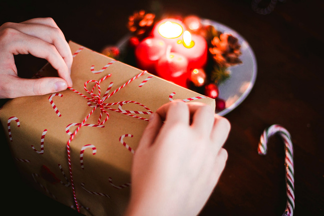 Måste julklappen vara något man kan paketera?