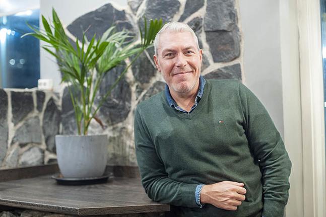 Han kallar sig en rastös rebell som hittat hem. Magnus Persson, tidigare pastor i partykyrkan United är nu lutherska präst.