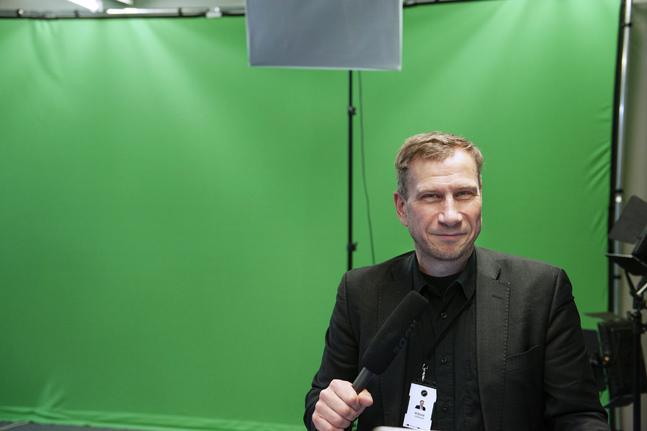 Reidar Wasenius säger att hans jobb påminner om att vara hårmodell. Det är inte rösten som ska lysa, utan budskapet.