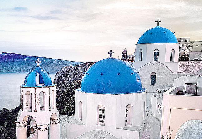Så här ser de grekiska kyrkorna ut i verkligheten.