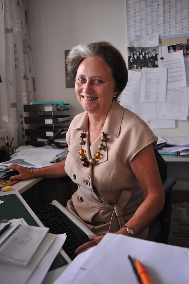 Professor emerita Eila Helander har utrett kyrkans vigselrätt.