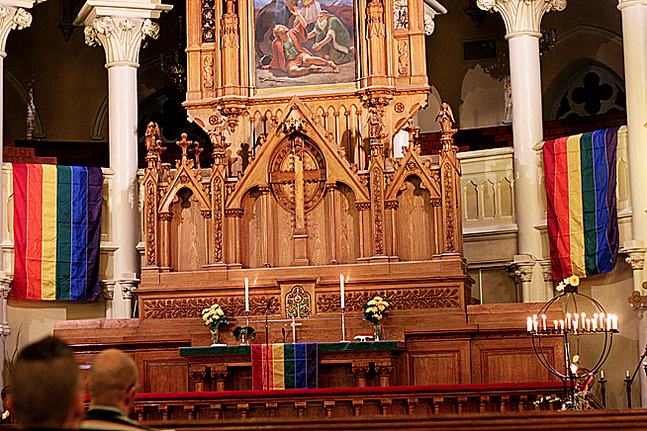 Johanneskyrkan smyckades i regnbågstema.