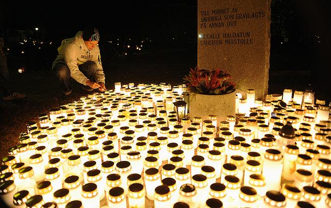 Traditionen med ljuständning lever djupt i finländarnas hjärtan (foto: Johan Sandberg)