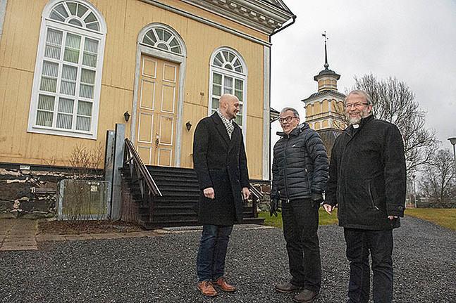 Kyrkoherdarna Niklas Wallis, Timo Saitajoki och Anders Store tror att det finns en beredskap i kommunen att slå ihop församlingarna.