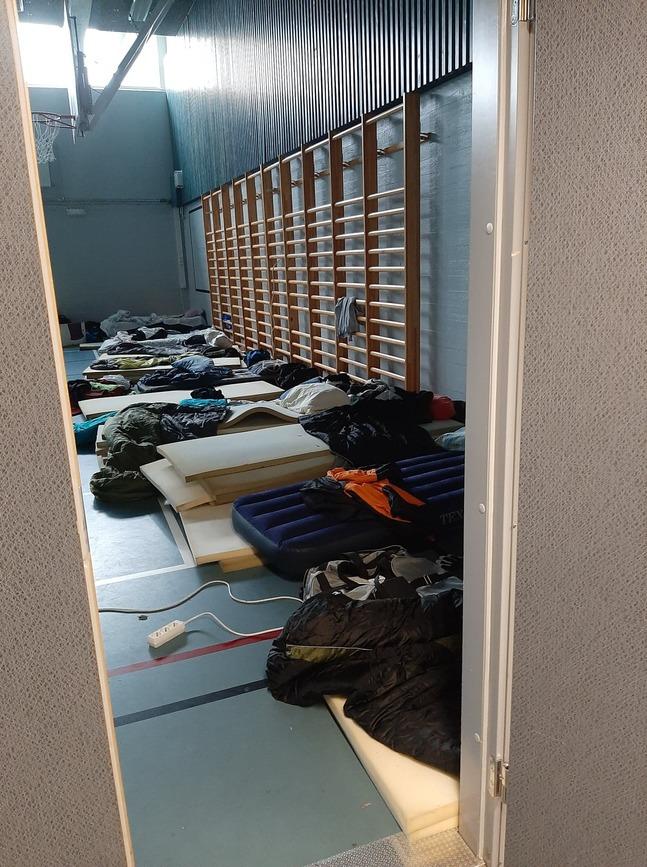 En och annan madrass behövs för kring 600 inkvarterade.
