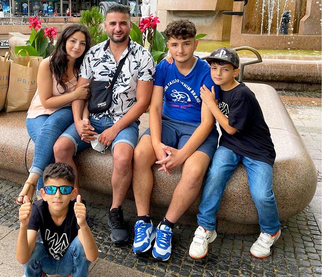 Roua Badran, hennes man Raed Sharaf och sönerna Rami, Rebal och Rafi trivs i sin hemstad Borgå. – Vi har underbara vänner, säger Roua.
