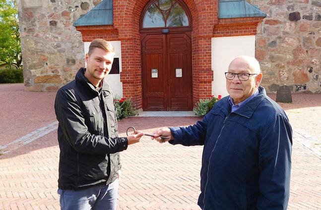 Kyrkoherde Kristian Willis vill ge kyrknyckeln som hängt på Gunnar Weckströms vägg en offentlig plats, i sakristian eller vapenhuset.