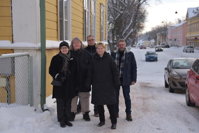 Fr.v. församlingsrådsmedlem Gun Monto, ungdomsarbetsledare Ann-Mari Karlsson och Dan Krogars, kyrkoherde Stina Lindgård och kaplan Robert Lemberg.