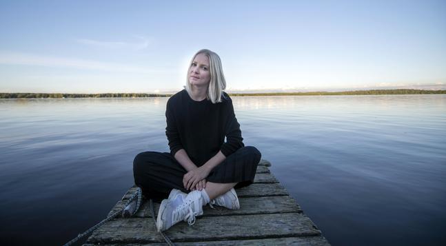 """Vad blir viktigt i ett liv som lika gärna kunde ha tagit slut? Christa Mickelssons självbiografiska bok """"Ett blodkärl som brast"""" beskriver livet efter en massiv hjärnblödning."""