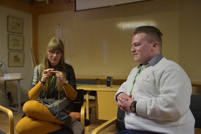 Jamika Sandbäck och Jakob Nylund vill göra själavård mer tillgängligt för unga.
