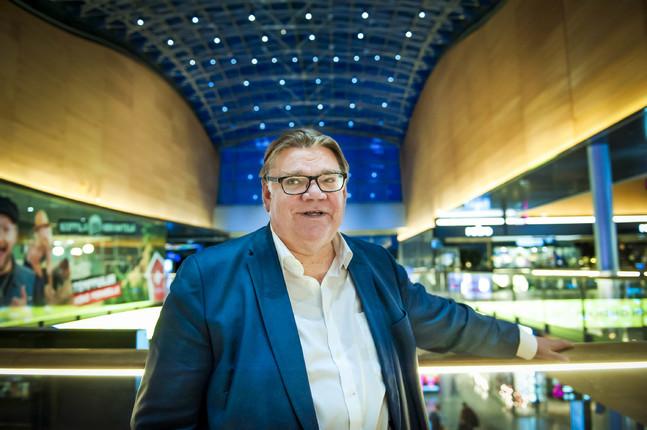 Köpcentret Iso Omena ligger nära till för Timo Soini, som bor i Ivisnäs i Esbo.