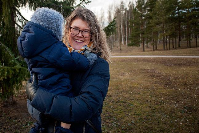 Therese Almén säger att många sagt till henne att hon är tuff och stark. Det är adjektiv hon inte själv skulle beskriva sig med: – Det handlar om kärlek från min sida. Kärlek till barn. Kärlek till människor överlag, kärlek till livet.