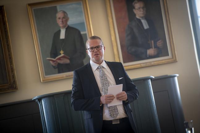 Församlingsförbundets verksamhetsledare Kalle Sällström tackade Björn Vikström för hans biskopstid.