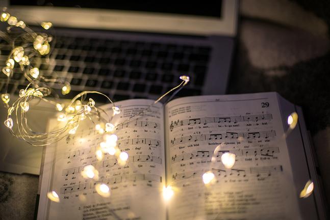 I år kommer församlingarna i Helsingfors att strömma De vackraste julsångerna över nätet.