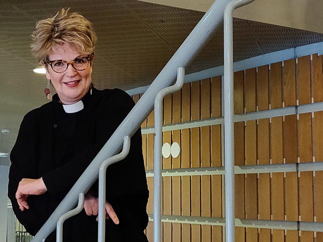 Lisa Enckell är präst och  journalist.