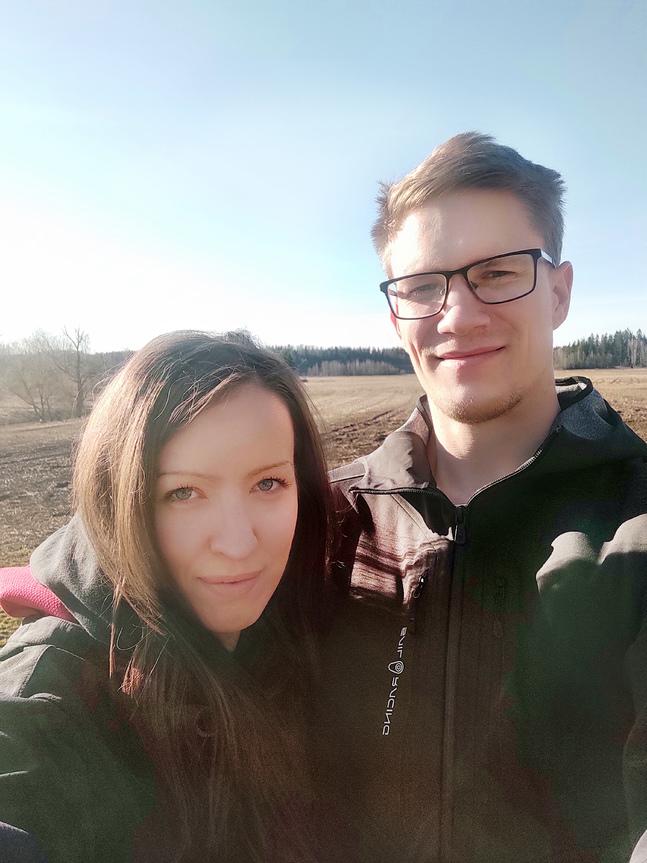 Linda Frejborg och Jens Nyberg skulle gärna ha firat med sina nära, men huvudsaken är ändå att de gifter sig.