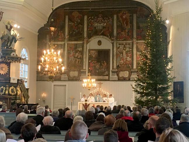 Kronoby kyrka var välfylld när den nybildade församlingen höll sin första mässa på söndagen.