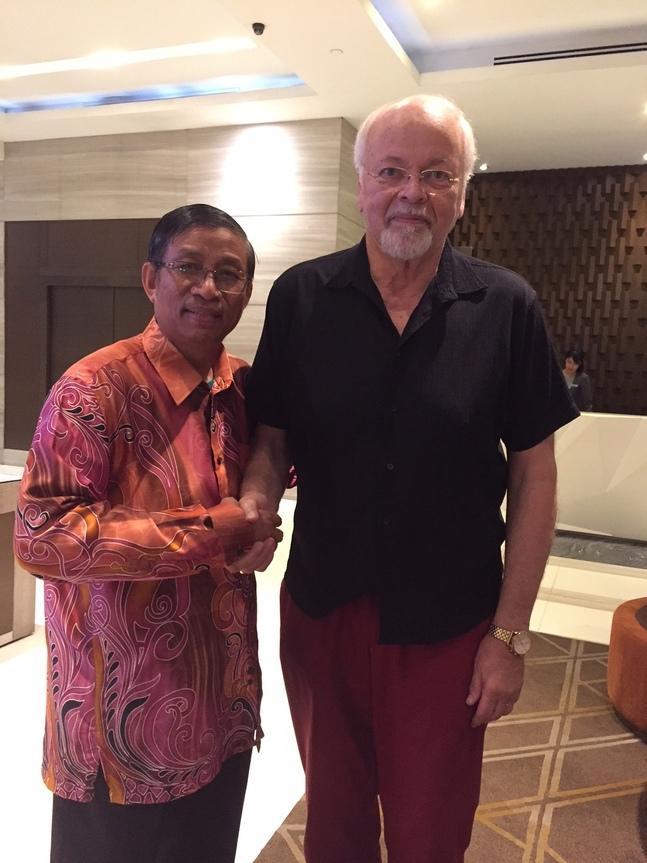 Här är Johan Candelin i Yangon tillsammans med den lokala biskopen Andrew.