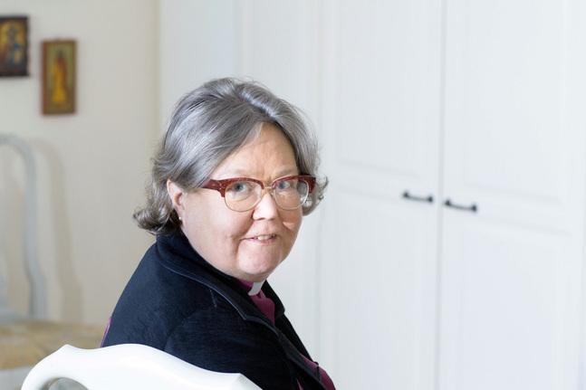 Irja Askola är den första kvinnan som blivit biskop i Finlands evangelisk-lutherska kyrka.