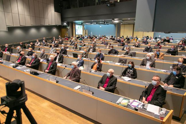 I november 2020 samlades kyrkomötesombuden med munskydd – vårens session ordnas i augusti på grund av coronaepidemin.