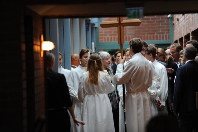Biträdande justitieombudsman Pasi Pölönen ansåg inte att det var problematiskt att församlingen informerade om konfirmandundervisningen i skolan, eftersom det inte var frågan om en religiös tillställning eller religionsutövning.