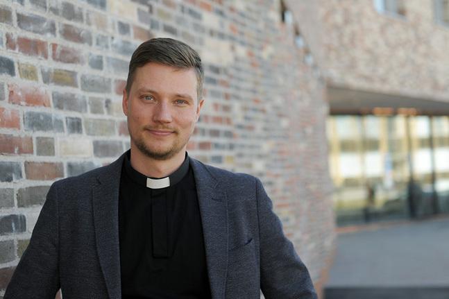 Kristian Willis blir tf kyrkoherde i Vanda i väntan på att förvaltningsdomstolen tar ställning till valet.