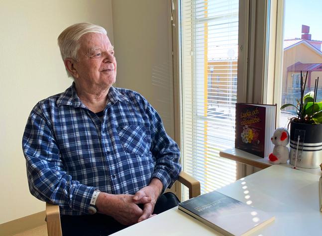 """Kurt Högnäs senaste bok """"Någon gav vinden ton"""" utkom i fjol."""