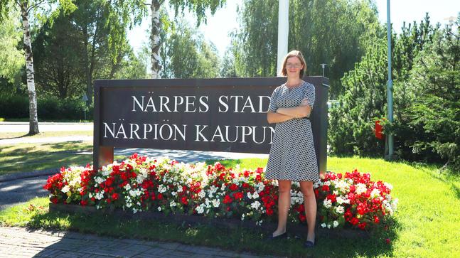 Mikaela Björklund har några veckors erfarenhet av stadsdirektörsjobbet. Men i tolv år har arbetet för Närpes tagit upp mycket av hennes tid.