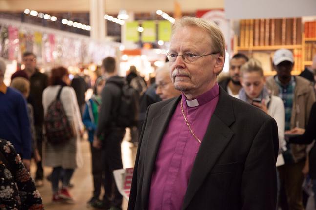Prästens uppgift är att tjäna människor, inte sina egna eller andras kyrkopolitiska mål, menar ärkebiskop Kari Mäkinen.