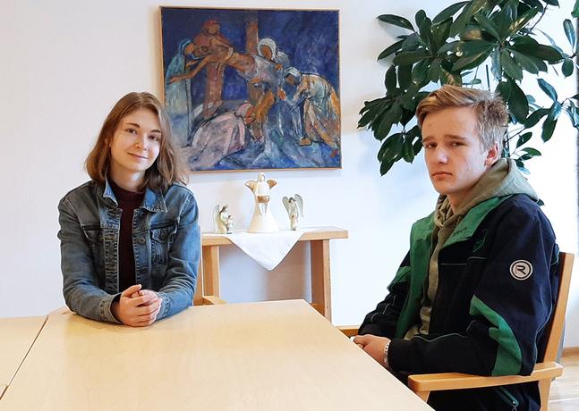 Gymnasieeleven Fanny Nylund från centrum och yrkesinstitutstuderande Andreas Fors från Jeppo är två av medlemmarna i den nystartade styrgruppen för ungdomsverksamheten.