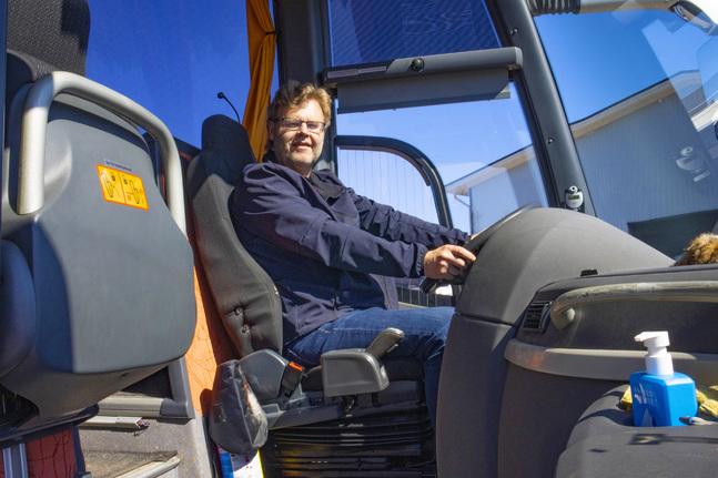 En chaufför påverkar stämningen i hela bussen, bland annat därför tycker Rune Packalen att det är viktigt att kunna bjuda på sig själv.