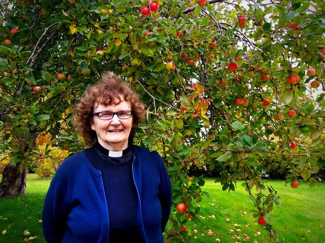 Ruth Vesterlund är församlingspastor i Kvevlax, Solf och Replot församlingar.