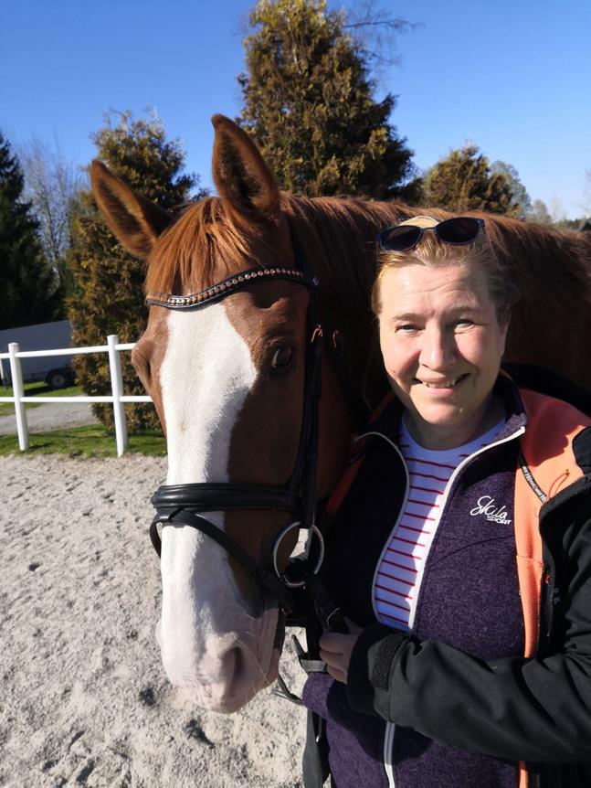 Fritiden tillbringar Christina Båssar helst i stallet eller på hästryggen.