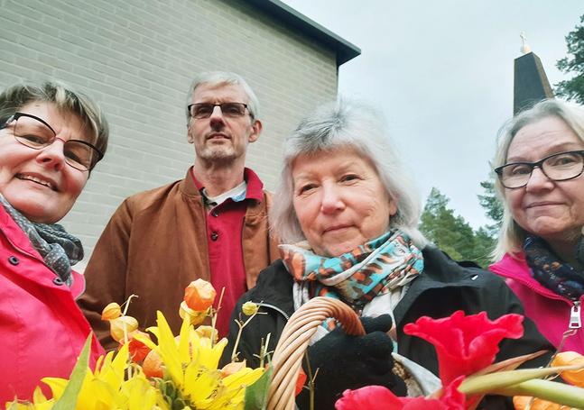 Sideby distriktsråd planerar skördegudstjänst. Från vänster Carina Jansson, Peter Nordgren, Sol-Britt Tasanko och Siv Hellman. På bilden saknas Nancy Lindberg och Lena Rosendal. Foto: Privat