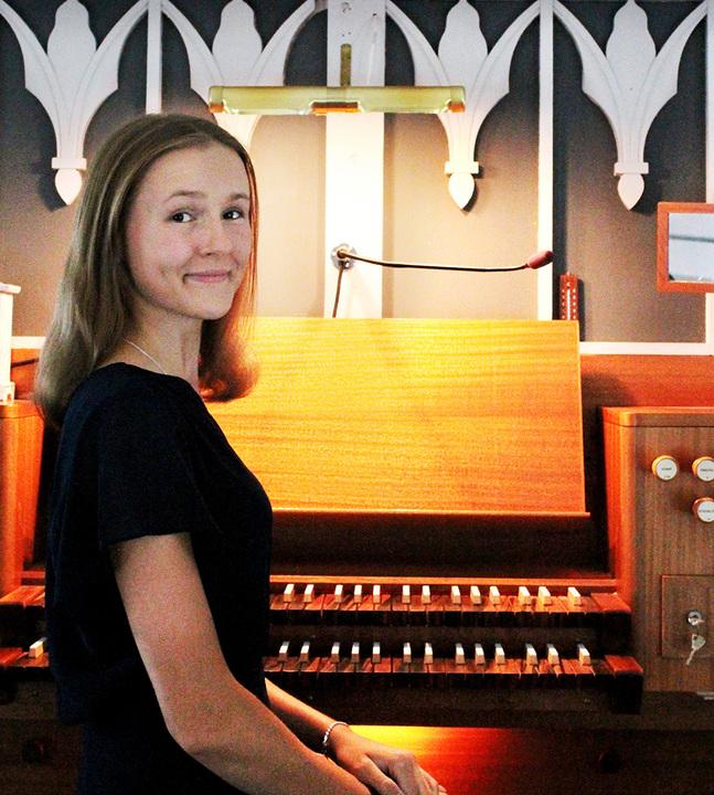 Mångsidigheten i kantorns jobb tilltalar Emilia Tikkala.