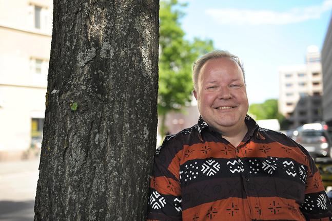Medan han sköter vikariatet som universitetslärare kommer Tomas Ray att jobba med sin doktorsavhandling.