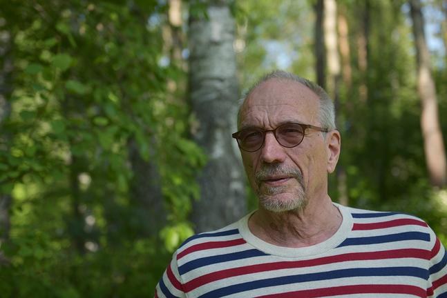 Nils Torvalds pendlar mellan Bryssel, Helsingfors och stugan på Tunhamn, Hitis.