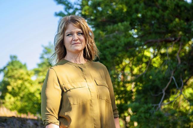 Ulrika Hansson är redaktör på Kyrkpressen. Jaktlaget är hennes första bok.