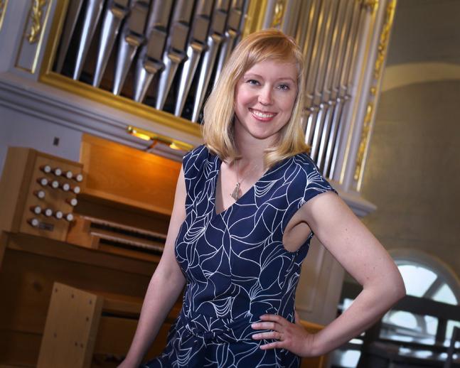 Karolin Wargh tycker det känns mäktigt att spela orgel.